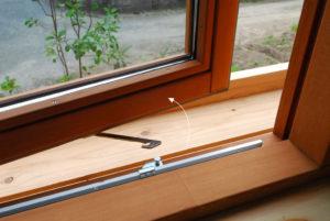 窓を大きく開く